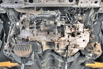 Замена правой опоры подвески силового агрегата Тойота Королла 10 Аурис