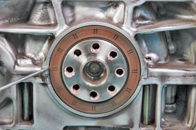 Замена сальников коленчатого вала Тойота Королла 10 Аурис