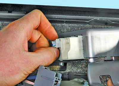 Снятие и установка ЭБУ рулевого управления Тойота Королла 10 Аурис