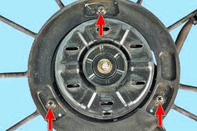 Снятие и установка электродвигателей вентиляторов радиатора системы охлаждения двигателя Тойота Королла 10 Аурис