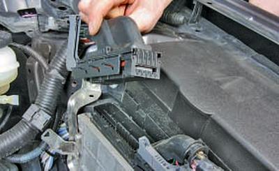Снятие и установка электронного блока управления двигателем Тойота Королла 10 Аурис
