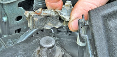 Снятие и установка катушек зажигания Тойота Королла 10 Аурис
