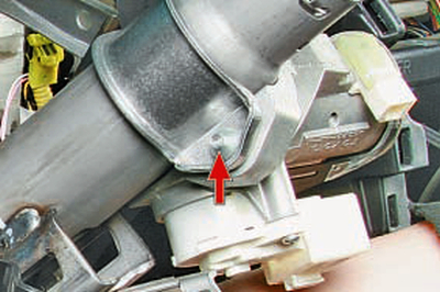 Снятие и установка выключателя (замка) зажигания Тойота Королла 10 Аурис
