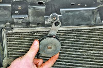 Снятие и установка звукового сигнала Тойота Королла 10 Аурис
