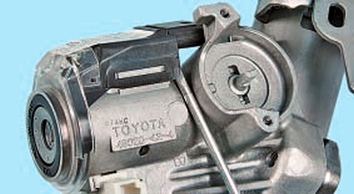 Замена цилиндра выключателя (замка) зажигания Тойота Королла 10 Аурис