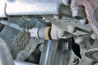 Замена датчика сигнализатора аварийного падения давления масла Тойота Королла 10 Аурис