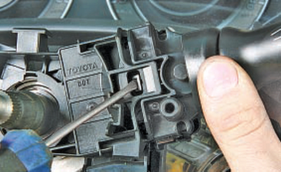 Замена подрулевых переключателей Тойота Королла 10 Аурис