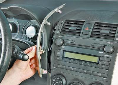 Замена выключателя аварийной сигнализации Тойота Королла 10 Аурис
