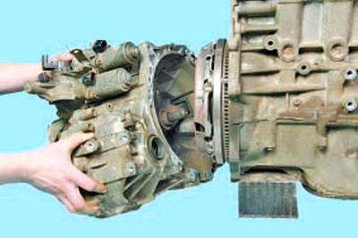 Снятие и установка механической и роботизированной коробок передач Тойота Королла 10 Аурис