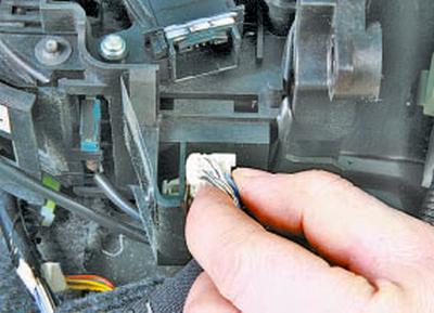 Снятие и установка селектора управления автоматической коробкой передач Тойота Королла 10 Аурис