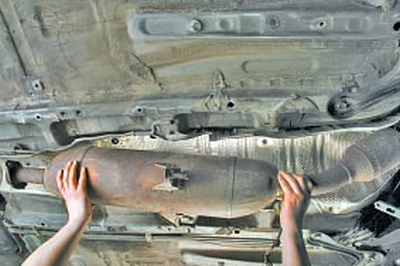 Замена тросов привода управления механической коробкой передач Тойота Королла 10 Аурис
