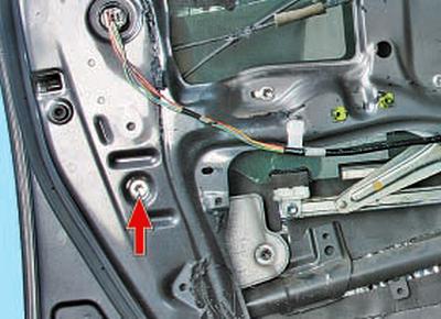 Снятие и установка направляющей стекла передней двери Тойота Королла 10 Аурис