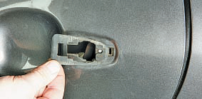 Снятие и установка наружной ручки задней двери Тойота Королла 10 Аурис