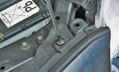 Снятие и установка переднего бампера Тойота Королла 10 Аурис