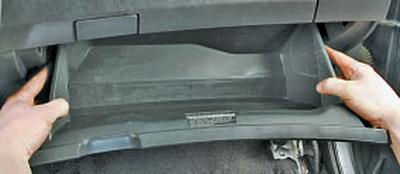 Снятие и установка верхней части панели приборов Тойота Королла 10 Аурис