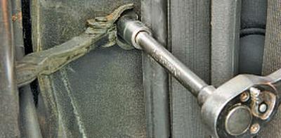 Снятие и установка задней двери Тойота Королла 10 Аурис