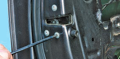 Снятие и установка замка передней двери Тойота Королла 10 Аурис