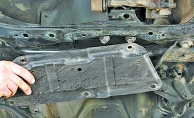 Замена подушек стабилизатора поперечной устойчивости передней подвески Тойота Королла 10 Аурис