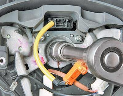Снятие и установка рулевого колеса Тойота Королла 10 Аурис