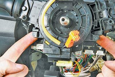 Снятие и установка рулевой колонки Тойота Королла 10 Аурис