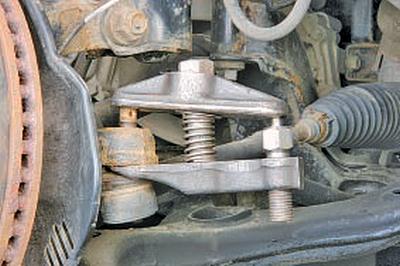 Замена наружного наконечника рулевой тяги Тойота Королла 10 Аурис