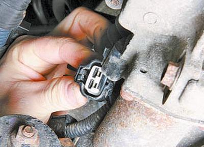 Замена привода выключения сцепления роботизированной коробки передач Тойота Королла 10 Аурис