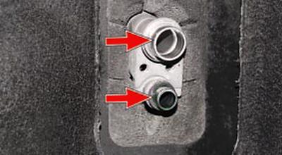 Замена терморегулирующего клапана Тойота Королла 10 Аурис