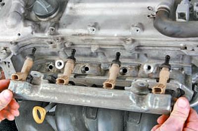 Проверка, снятие и установка топливных форсунок Тойота Королла 10 Аурис