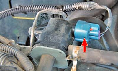 Снятие и установка клапана продувки адсорбера Тойота Королла 10 Аурис