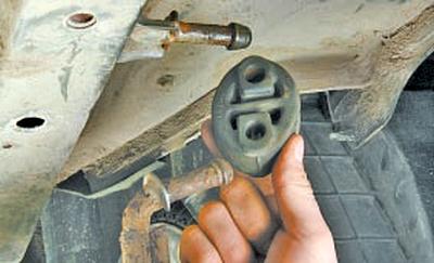 Замена подушек подвески системы выпуска отработавших газов Тойота Королла 10 Аурис