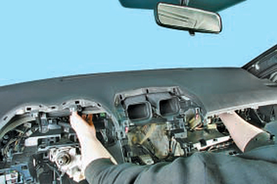 Снятие и установка подушки безопасности переднего пассажира Тойота Королла 10 Аурис