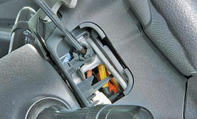 Снятие и установка подушки безопасности водителя Тойота Королла 10 Аурис