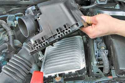Замена бачка главного тормозного цилиндра Тойота Королла 10 Аурис