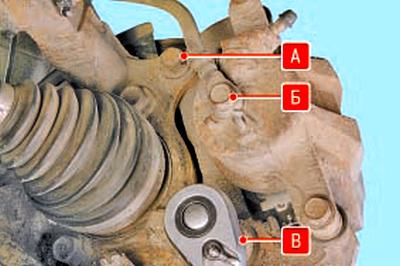 Замена суппорта тормозного механизма переднего колеса Тойота Королла 10 Аурис