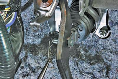 Замена вакуумного усилителя Тойота Королла 10 Аурис
