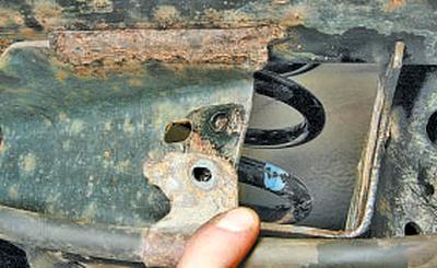 Снятие и установка балки задней подвески Тойота Королла 10 Аурис